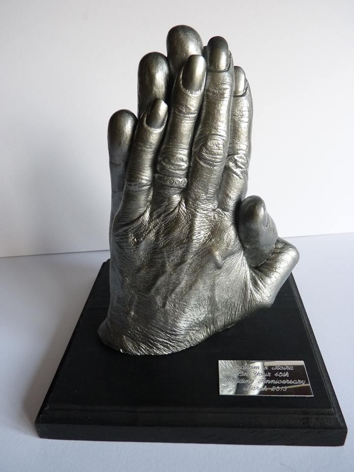 Couple hand cast mounted